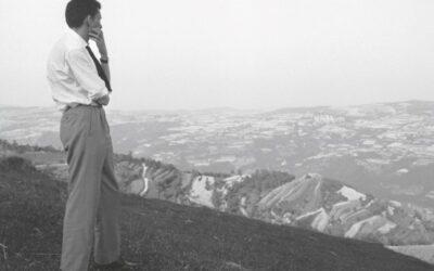 """Viaggio tra le righe di Beppe Fenoglio, l'""""outsider"""" che cambiò la scrittura del Novecento"""