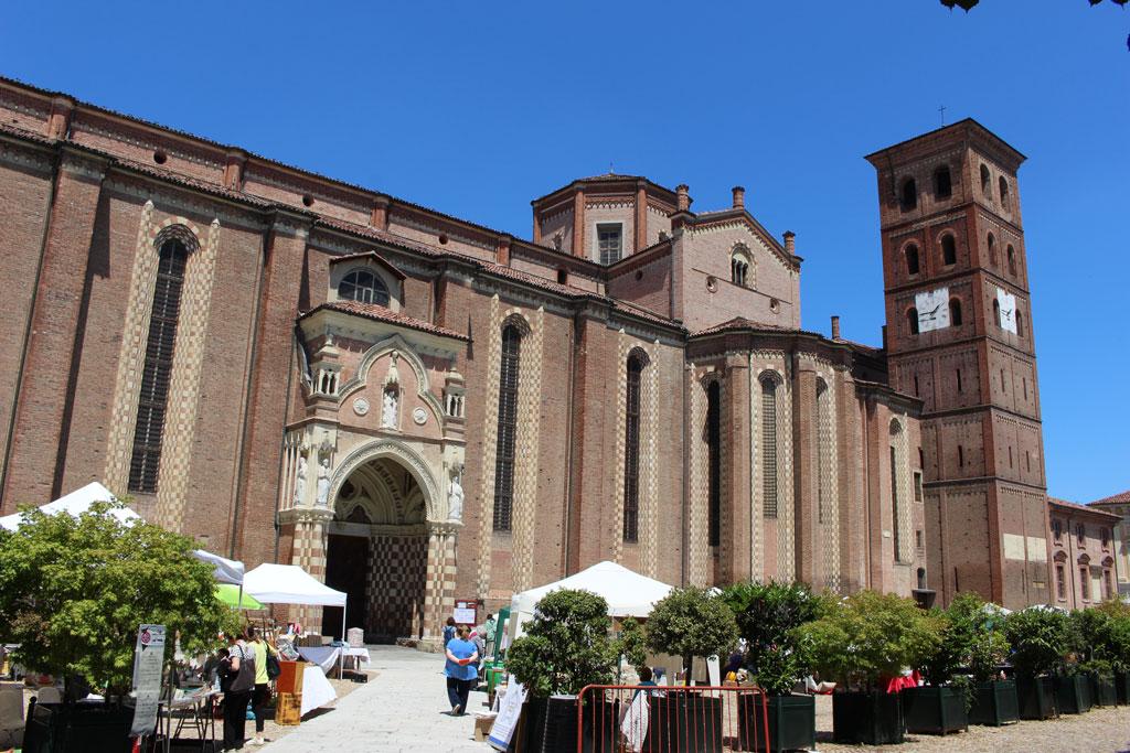 Ingresso sud Cattedrale, Asti, Piemonte