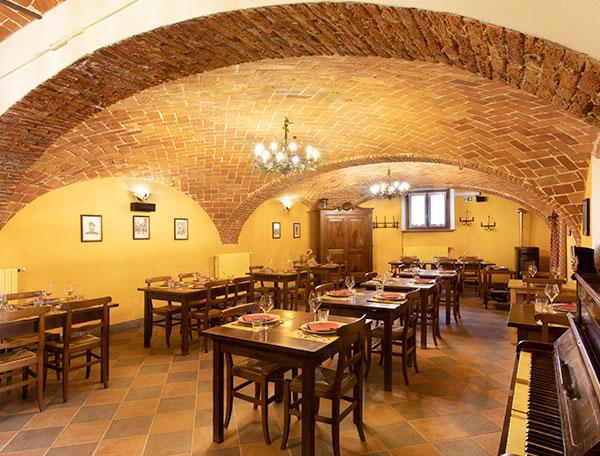 All'interno del Ristorante La Raviola Galante, Scurzolengo, Monferrato, Piemonte