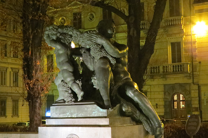 Fontana Angelica in piazza Solferino, Torino, Piemonte